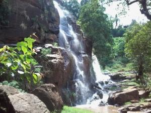 Tanzania-waterfalls-Soni